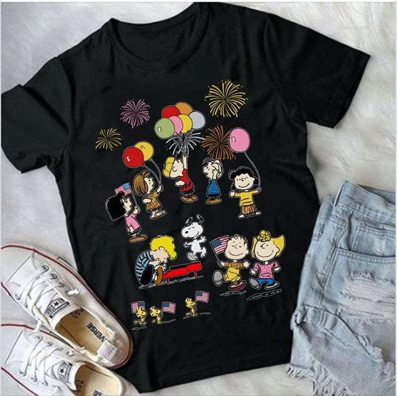 4Th Of July Snoopy And Friends Balloon And Firework Us Flag Black T  T Shirt Men/ Woman S-6XL Cotton Men/ Woman S-6XL Cotton