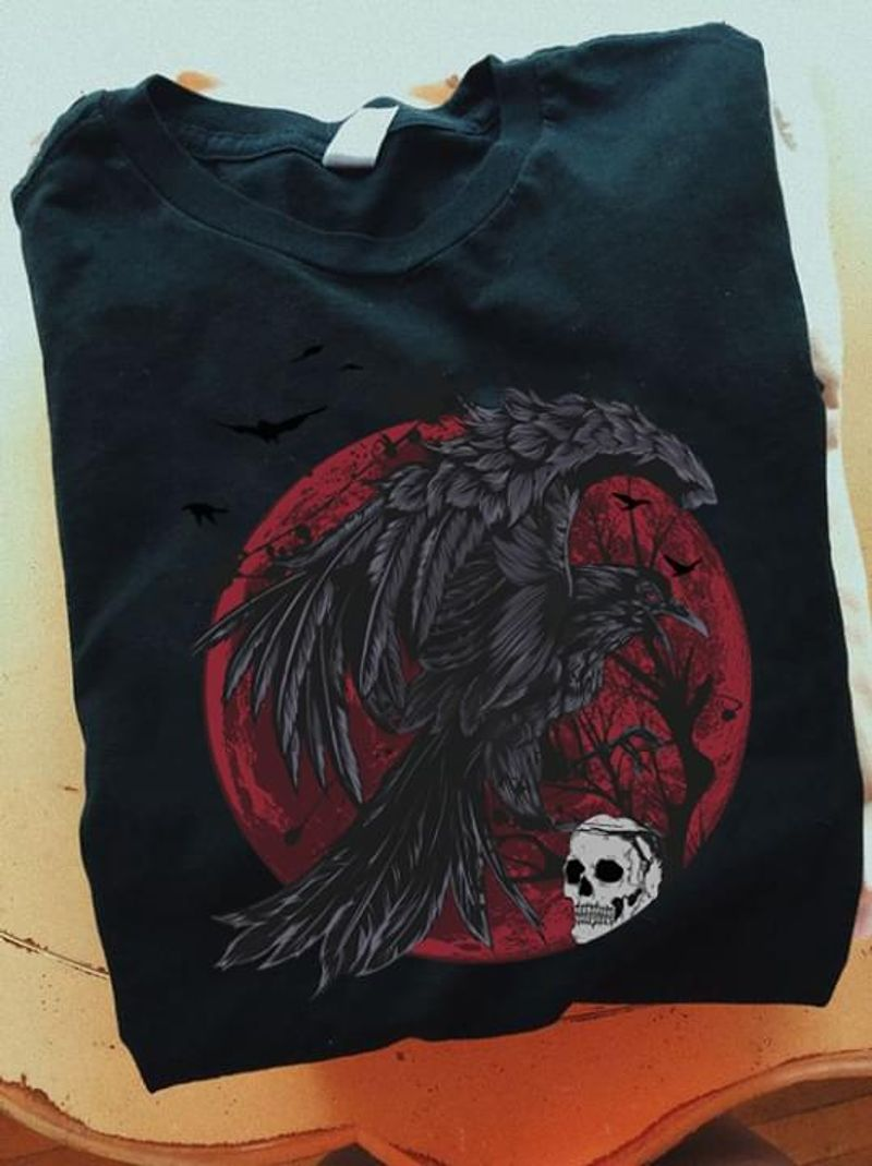 A Black Bird Brings Darkness To A Skull And The Moon Is Dyed Red Scary Sounds Black T Shirt Men/ Woman S-6XL Cotton