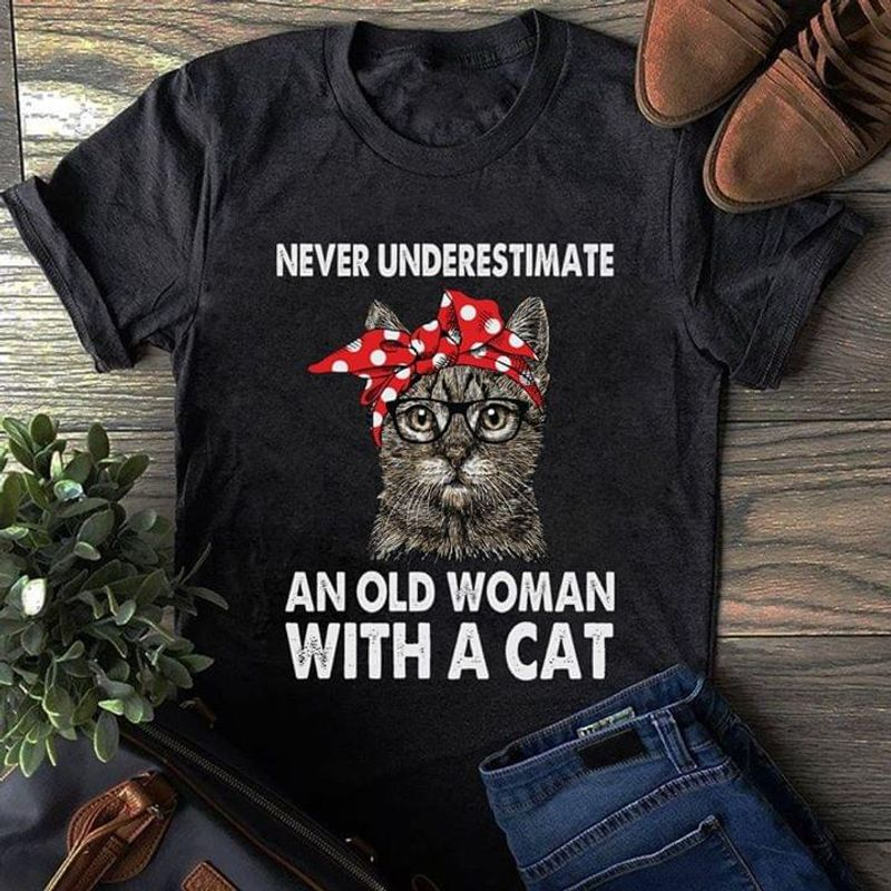Cat Lady Never Underestimate An Old Woman With A Cat Cat Mom Black T Shirt Men And Women S-6XL Cotton