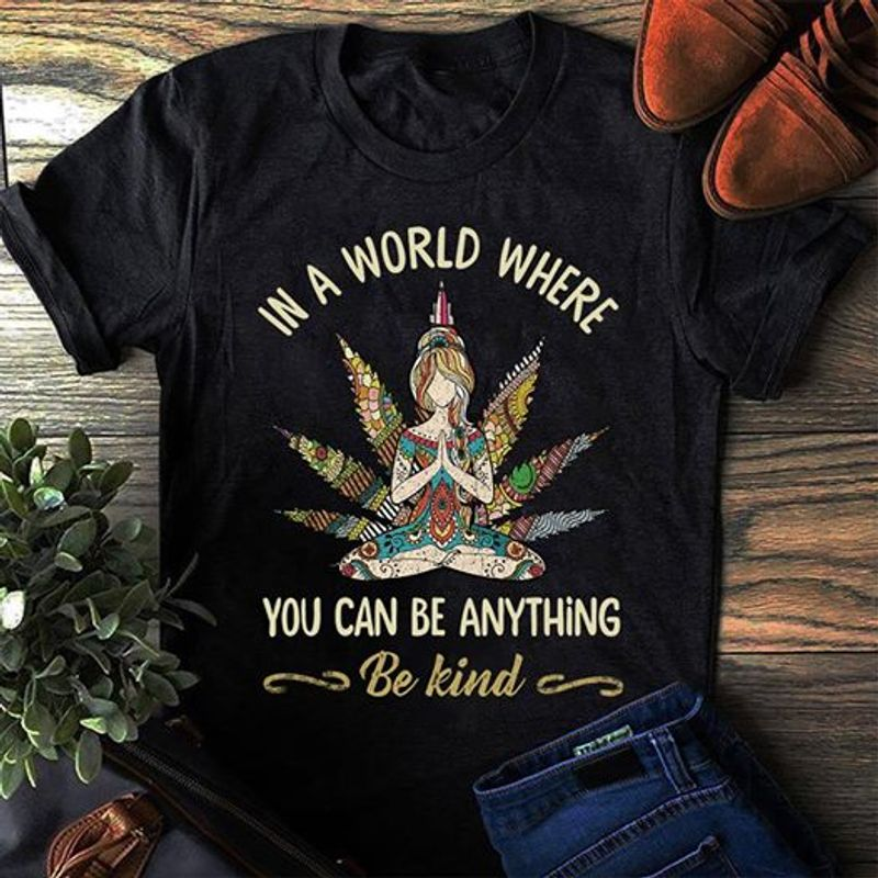 In A World Where You Can Be Anything Be Kind   T-shirt Black B1