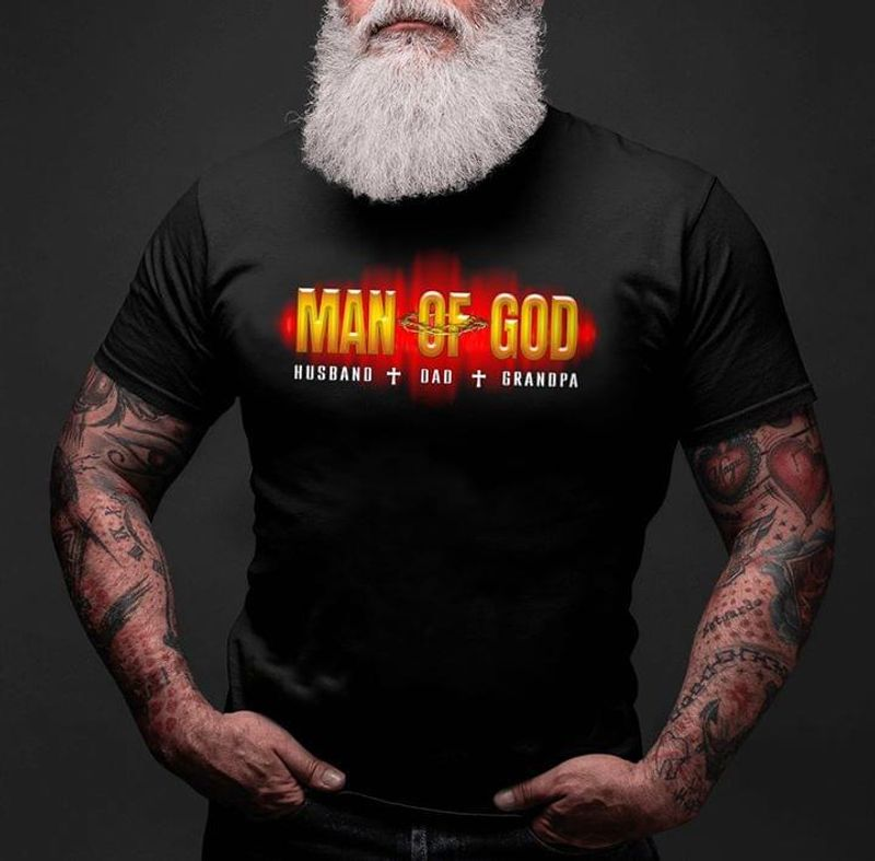 Jesus Is My King Man Of God Husband Dad Grandpa Jesus Cross Awesome Gift For Christian Grandmothers Black T Shirt S-6xl Mens And Women Clothing