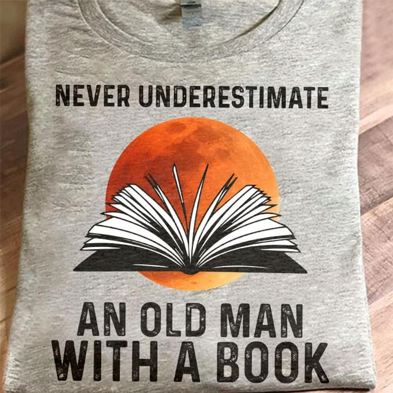 Never Underestimate An Old Man With A Book T Shirt S-6XL Mens And Women Clothing
