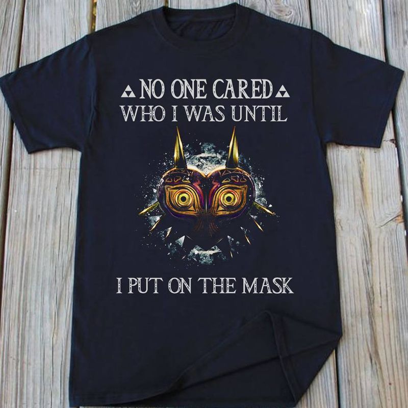 No One Cared Who I Was Until I Put On The Mask  T-shirt Black A5