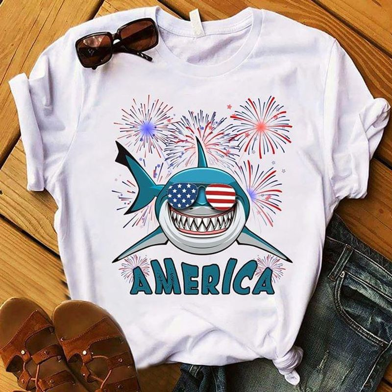 Shark Love America Independence Day T Shirt S-6XL Mens And Women Clothing