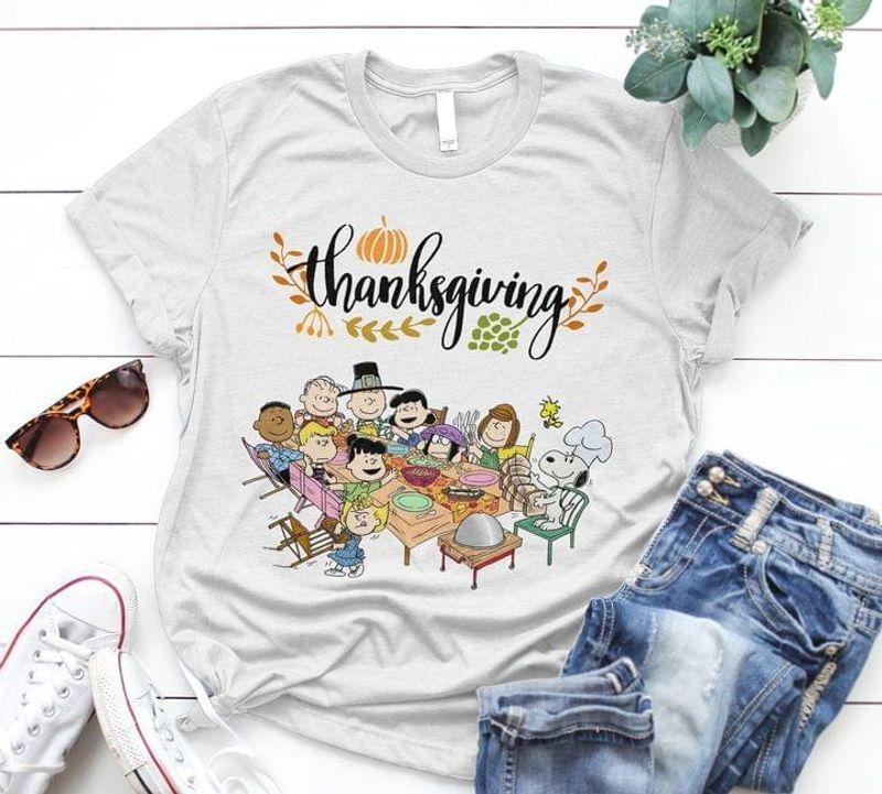 Snoopy And Friends Dinner Thanksgiving T-shirt Thanksgiving Gift Sport Grey T Shirt Men And Women S-6XL Cotton