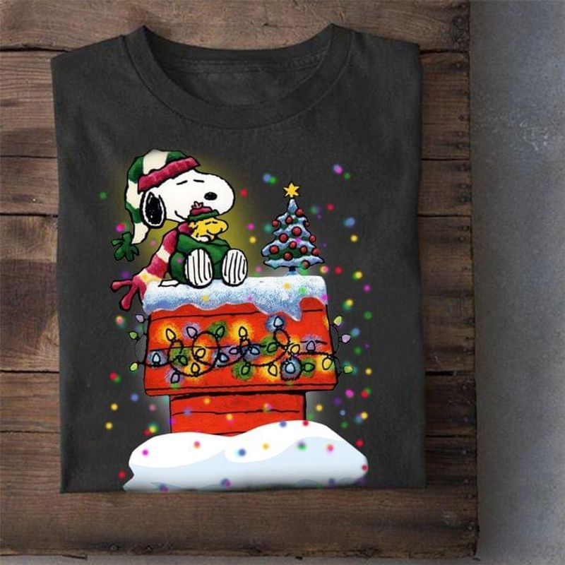 Snoopy And Woodstock On Rooftop Christmas Lights Tee Christmas Gift Black T Shirt Men And Women S-6XL Cotton