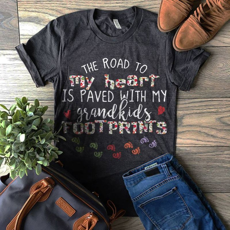 The Road To My Heart Is Paved With My Grandkids Tootprints   T-shirt Black B1